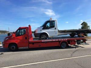 hämtning av skrotbilar för skrotning hos en auktoriserad bilskrot.