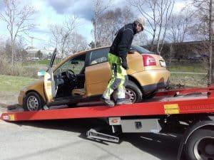 Auktoriserad bilskrot Härryda, den som avser att ta hand om uttjänta bilar kan efter ansökan hos Länsstyrelsen få auktorisation. Innan tillstånd kan ges skall upplag för skrotbilar,