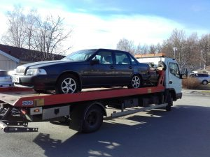 Auktoriserad bilskrot Lerum, den som avser att ta hand om uttjänta bilar kan efter ansökan hos Länsstyrelsen få auktorisation. Innan tillstånd kan ges skall upplag för skrotbilar,