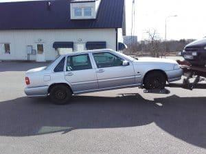 Auktoriserad bilskrot Stenungsund, den som avser att ta hand om uttjänta bilar kan efter ansökan hos Länsstyrelsen få auktorisation. Innan tillstånd kan ges skall upplag för skrotbilar