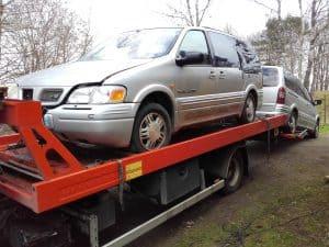 Förbjud export av skrotbilar, alla bilar som är tio år eller äldre borde inte exporteras till länder som inte har samma krav som vi i Sverige t ex Afrika, mellan östern.