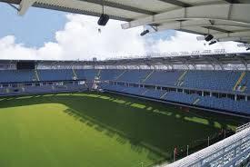 Göteborg-den forna fotbollshuvudstaden. Vem av oss äldre minns inte det glada fotbollslivet som sedan halvsekelskiftet på 1900-talet.Änglarna - IFK Göteborg - har väl för de flesta gällt som stadens favoriter.