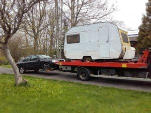 Dags att skrota husvagnen. En välskött husvagn har en betydlig längre livslängd än en bil. Men även den måste någon gång anses vara uttjänad. Och därmed är det dags att låta skrota den hos någon bilskrot.