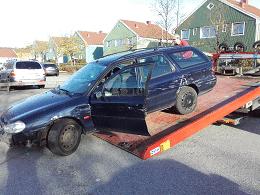 En lämplig bilskrot i Göteborg eller dess närhet måste utses när någon i trakten beslutat att den gamla bilen måste skrotas.Den har varit en ögonsten, som fraktat runt föraren i vått och torrt.