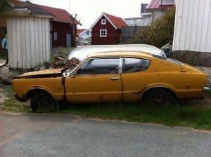 Sälja begagnad bil. Av en ren slump fanns det plötsligt en begagnad bil till salu. Ägaren, hade vid samtal medförsäljaren till en beställd lyxbil.