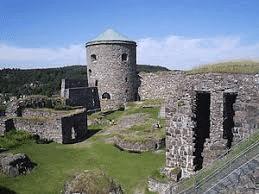 Bohus fästning överlevde attackerna, Norges sydligaste gräns, började byggas i början av 1300-talet. Det strategiska läget på klippan Bagaholmen, med uppsikt över Göta älvs förgrening till Nordre älv
