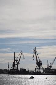 Göteborgs hamn sjöd av liv under 50-talet. Båda sidorna av älven var upptagna av varv eller kajplatser. På Hisingen fanns Frihamnen, Götaverken,