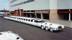 Limousine historisk lyxbil.En limousine är en förlängd personbilsvariant. För det mesta tillverkad för lyxiga färder. De amerikanska företagen Chrysler och Bently startade produktionen redan på 1930-talet.
