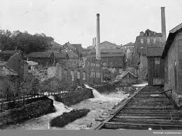 Mölndals historia.Mölndals municipalsamhälle bildats 1911 och fick stadsrättigheter 1922. Det är med andra ord en ung stad med rötter från 1400-talet. Centrum för utvecklingen har cirkulerat runt Mölndalsån med sin fors.