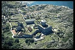 Marstrand västkustens pärla. Fram till freden i Roskilde år 1658 var Marstrandsön norskt och ofta utsatt för många anfall.