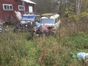 Skrotbilar på bilkyrkogårdar. Det finns legala skrotbilar att beskåda på olika platser. De så kallade bilkyrkogårdarna är bevis på att skrotbilar