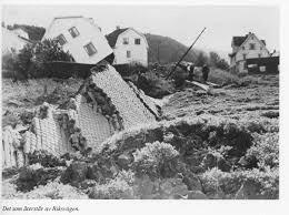 Göta älvs historia, Över 200 ras har noterats. Det stora skredet i Surte år 1950 medförde att en stor del av samhället rasade ner i älven.
