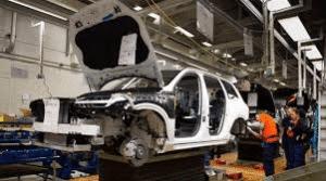 Volvo-tillverkning av modell 940 i Göteborg. Dom flesta Volvo 940 har nått sin slutdestination en auktoriserad bilskrot dår den har återvinnits för att senare utgöra nya produkter för industrin.