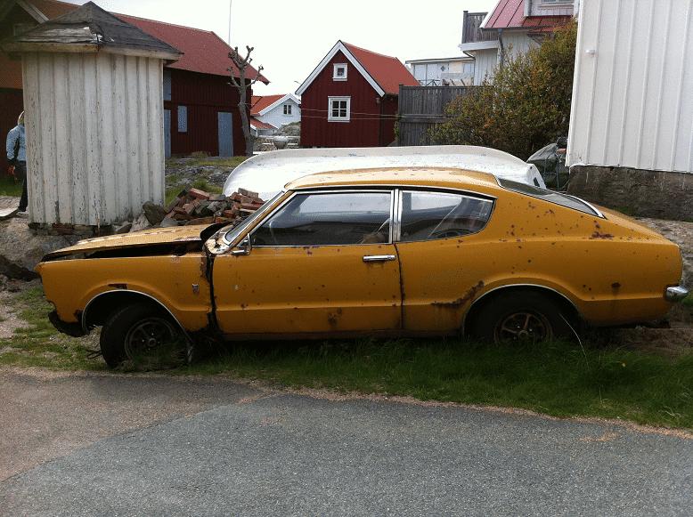 Lämna skrotbilen till Kungsåra Bildemontering AB, innan den blir ett miljöproblem. Enligt miljöbalken är det bilägarens ansvar att se till att ett uttjänt fordon hamnar hos en auktoriserad bilskrot.
