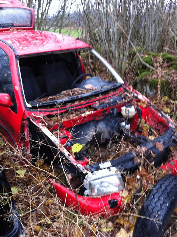 Lämna skrotbilen till Åmål - Säffle Bildemontering AB  innan den blir ett miljöproblem. Enligt miljöbalken är det bilägarens ansvar att se till att ett uttjänt fordon hamnar hos en auktoriserad bilskrot.