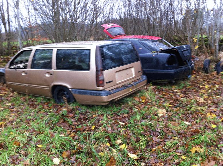 Lämna skrotbilen till Hammarskrot Bildemontering AB  innan den blir ett miljöproblem. Enligt miljöbalken är det bilägarens ansvar att se till att ett uttjänt fordon hamnar hos en auktoriserad bilskrot.