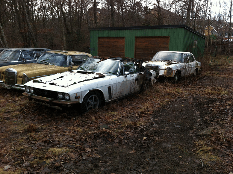 Eftersom det inte finns någon auktoriserad bilskrot i Emmaboda bör man leta i när områdena. Närmast är att någon bilskrot i Nybro för att få bilen skrotad.